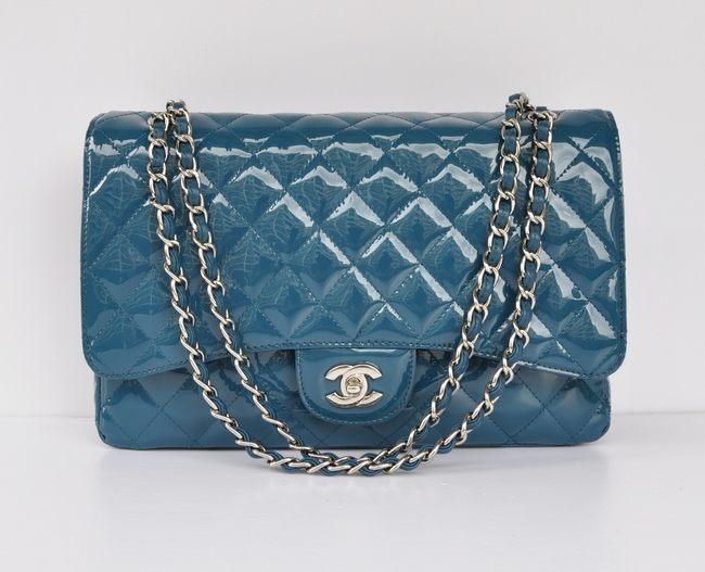 e2254a127a Chanel, comment distinguer les sacs 2.55 et Timeless Classic ? – Le ...