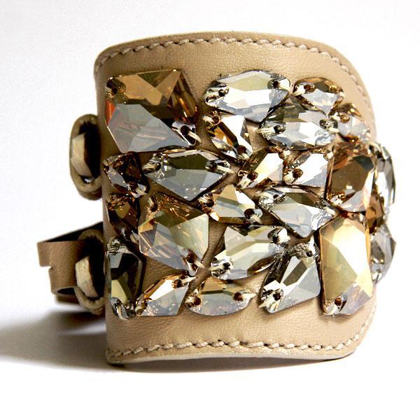 Alexander-McQueen-Bracelet-manchette-en-cuir-et-strass-brodés-vintage