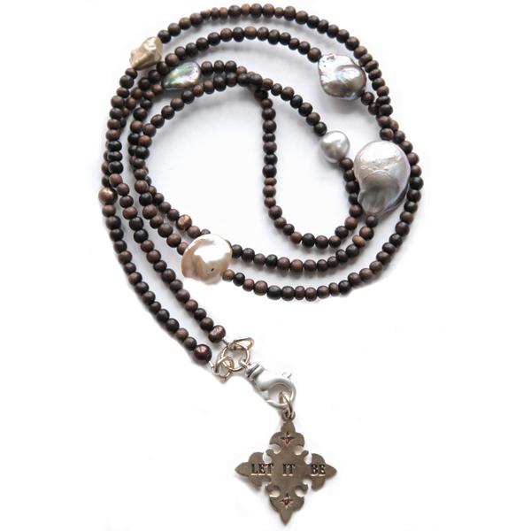 catherine-michiels-collier-perles-bois-eau-douce-japonaises-pendentif-let-it-be-bronze