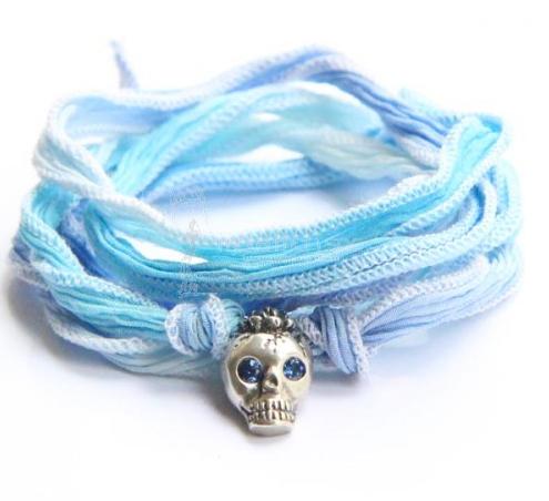 catherine-michiels-lucky-charm-petit-bob-argent-saphir-bleu