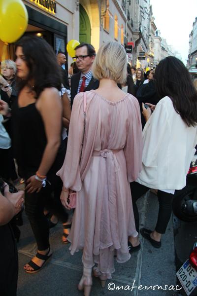 tenue-rose-pale-vogue-fashion-night-out-2014