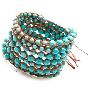 Bracelet Nakamol multi-tours en rosses perles turquoises et lien marron