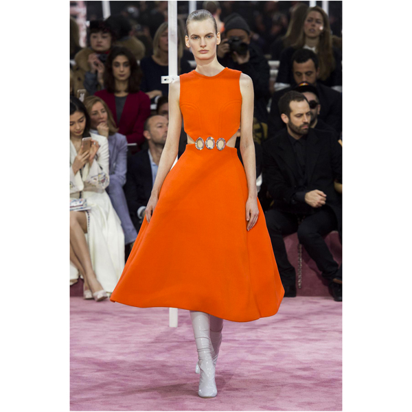 defile-christian-dior-printemps-ete-2015-robe-orange