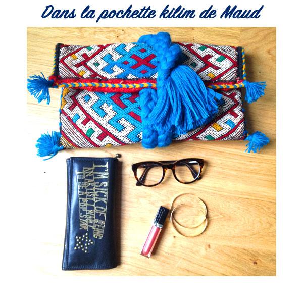 pochette-kilim-pompon-bleu-dans-le-sac-de-maud-blog