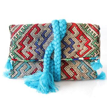 Pochette-Kilim-Bleu-Pompon-blog