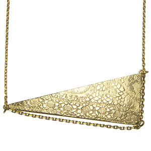 clara-jasmine-Cleo-or-jaune-touche-egyptcienne-3-modes-sautoir-horizontal