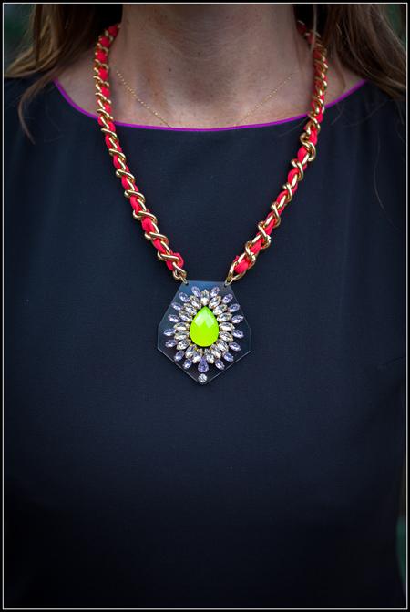 zayn-collier-plexiglas-swarovski-porte-jaune