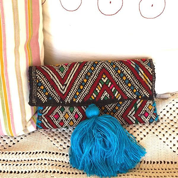 pochette-kilim-pompon-turquoise-matemonsac-149-euros