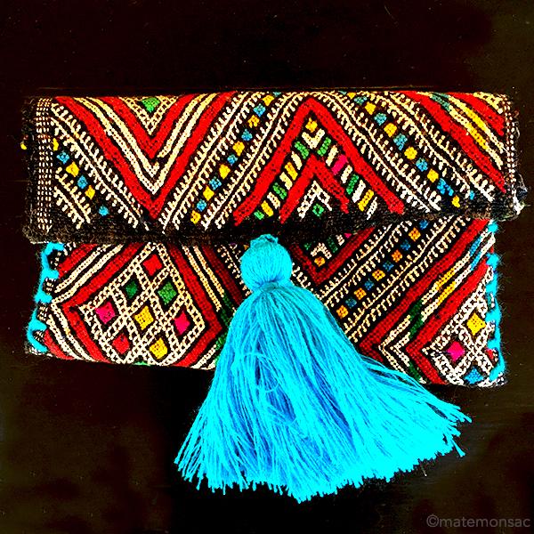pochette kilim pompon un sac boh me parfait pour cet t le mag de mate mon sac. Black Bedroom Furniture Sets. Home Design Ideas