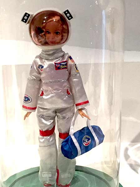 barbie-astronaute-musee-arts-decoratifs