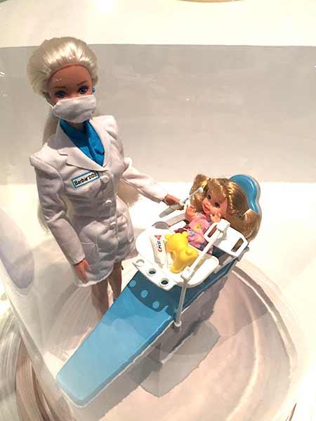 barbie-nurse-musee-arts-decoratifs