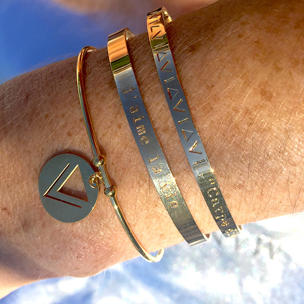 bracelets-joncs-or-carpe-diem-porte