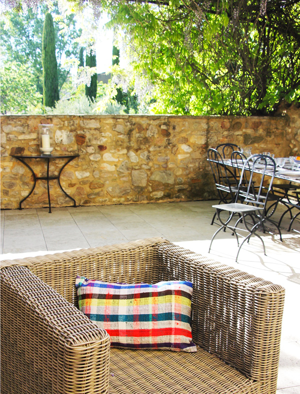 coussin-toile-berbere-carreaux-multico-fauteuil